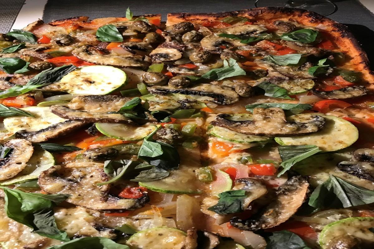 delicious pizza ©️Nel Brouwer-van den Bergh