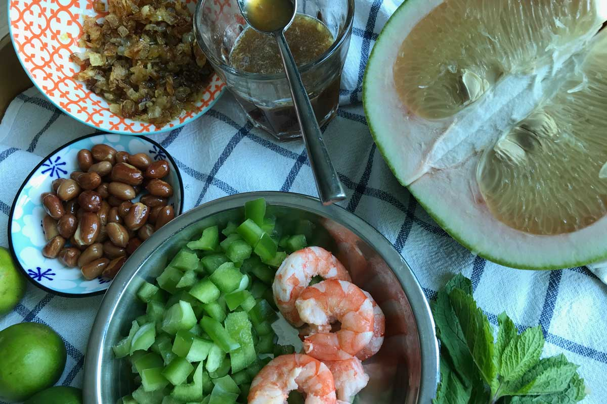 Pomelo salad, a Thai treat; ingredients ©️ Nel Brouwer-van den Bergh