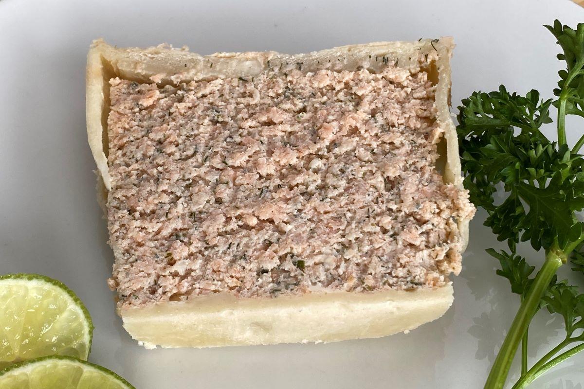 slice of salmon pate en croute ©️ Nel Brouwer-van den Bergh