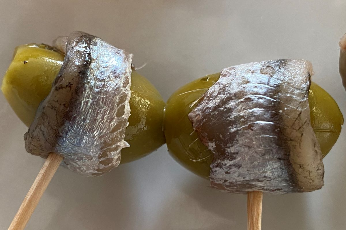 olives wrapped by cured anchovy fillets ©️ Nel Brouwer-van den Bergh